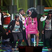 NLD/Hilversum/20080301 - Finale Idols 2008, optreden Nathalie met haar familieleden