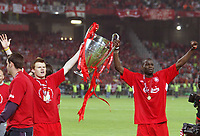 Fotball<br /> Foto: Dppi/Digitalsport<br /> NORWAY ONLY<br /> <br /> CHAMPIONS LEAGUE 2004/2005 - FINAL <br /> <br /> LIVERPOOL FC v MILAN AC - 25/05/2005<br /> <br /> CELEBRATION JOHN ARNE RIISE AND DJIMI TRAORE WITH THE CHAMPIONS LEAGUE'S TROPHY