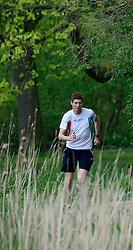10-04-2014 NED: NY City Marathon training Vriendenloterij, Amsterdam<br /> In het Amsterdamse Vondelpark werden de eerste meters gelegd door de lopers van de vriendenloterij / Bas