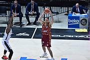 DESCRIZIONE : Bologna Lega A 2015-16 Obiettivo Lavoro Virtus Bologna - Umana Reyer Venezia<br /> GIOCATORE : Tomas Ress<br /> CATEGORIA : Passaggio<br /> SQUADRA : Umana Reyer Venezia<br /> EVENTO : Campionato Lega A 2015-2016<br /> GARA : Obiettivo Lavoro Virtus Bologna - Umana Reyer Venezia<br /> DATA : 04/10/2015<br /> SPORT : Pallacanestro<br /> AUTORE : Agenzia Ciamillo-Castoria/G.Ciamillo<br /> <br /> Galleria : Lega Basket A 2015-2016 <br /> Fotonotizia: Bologna Lega A 2015-16 Obiettivo Lavoro Virtus Bologna - Umana Reyer Venezia