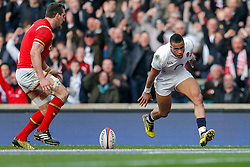 England Winger Anthony Watson scores a try as Wales Flanker Sam Warburton challenges - Mandatory byline: Rogan Thomson/JMP - 12/03/2016 - RUGBY UNION - Twickenham Stadium - London, England - England v Wales - RBS 6 Nations 2016.