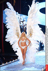 Heidi Klum models on the runway at the 2003 Victoria Secret Fashion Show, held at the Lexington Avenue Armory in New York on November 13, 2003. ( Pictured : Heidi Klum ) © Nicolas Khayat/ABACA  Klum Heidi Heidi Samuel Samuel Heidi Victoria's Secret Defile de mode Fashion Show Lingerie Lingerie Podium Catwalk Runway Seule Seul Seuls Seules Alone Underwear Sous-vetement Sous vetements Sous vetement Sous-vetements New York City New York USA United States of America Vereinigte Staaten von Amerika Etats-Unis Etats Unis En pied Full length Vertical Vertical  | 52671_093