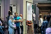 Nederland, Nijmegen, 4-9-2020  In de stevenskerk werd vanavond de fototentoonstelling Adult Alternative geopend door cabaretier Sven Ratzke . Er heerst een taboe rondom de lichamelijke identiteit en seksualiteit van transgender mensen. Pride Photo Nijmegen brengt daar verandering in door Adult Alternative te organiseren: de eerste erotische fototentoonstelling met transgender en non-binaire modellen. Een taboedoorbrekende expositie .  Vijf fotografen - Prins de Vos, Julius Thissen, Joëlle de Vries, Sara Donkers en Jesse van den Berg - maakten speciaal voor deze expositie nieuw werk. Er doen 20 modellen aan mee . Organisator is Wouter Christiaens .