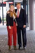 Koning Willem-Alexander en prinses Amalia zijn aanwezig in de RAI tijdens de wereldbeker springen bij Jumping Amsterdam.<br /> <br /> King Willem-Alexander and princess Amalia are present at the RAI during the World Cup jumping at Jumping Amsterdam.<br /> <br /> Op de foto:  Koning Willem-Alexander en prinses Amalia  King Willem Alexander and his daughter princess Amalia
