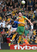 Photo: Ashley Pickering/Sportsbeat Images.<br /> Norwich City v Ipswich Town. Coca Cola Championship. 04/11/2007.<br /> John Hartson of Norwich (R) wins the ball in the air from David Wright of Ipswich