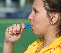 AMSTELVEEN - ILLUSTRATIE . Fluiten, fluit, whistle.  Gebaren Scheidsrechter bij het Hockey. COPYRIGHT KOEN SUYK
