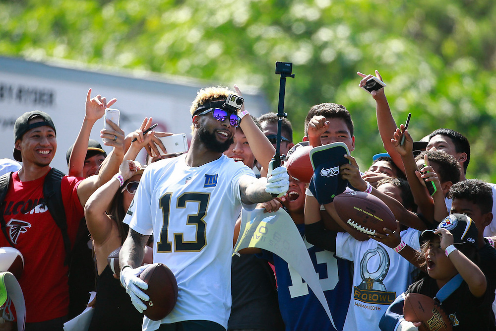 January 29 2016: Team Rice Odell Beckham Jr. takes a selfie with fans after the Pro Bowl practice at Turtle Bay Resort on Oahu, HI. (Photo by Aric Becker/Icon Sportswire)