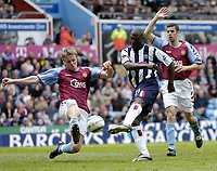 Fotball<br /> Premier League 2004/05<br /> Aston Villa v West Bromwich<br /> 10. april 2005<br /> Foto: Digitalsport<br /> NORWAY ONLY<br /> West Brom's Kevin Campbell (C) comes close with a great chance to score, but is thwarted by Martin Laursen (L)