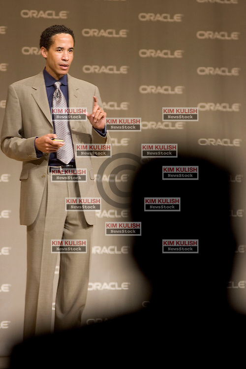 Oracle President Charles Phillips addresses the crowd during his keynote speech at the Oracle 11i10 SI Executive Summit at the Oracle Conference Center in Redwood Shores Thursday Oct 28th, 2004.  Over 150 Executive and Management from 50 North American Global Systems Integrators, Certified and Certified Advantage SI's were in attendance.   Photo By  Kim Kulish