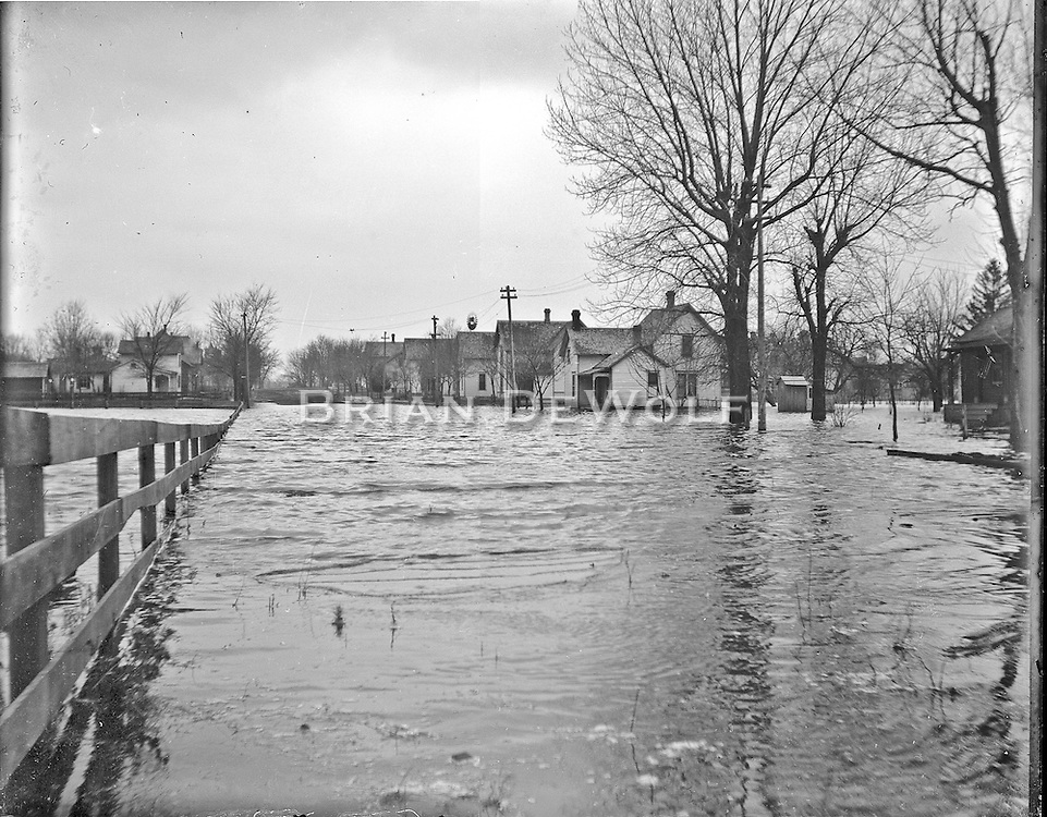 Looking west on State Street. Delia street runs along the back side of the closest white house. <br /> <br /> Believed to be flood of Feb 1893. Although the ice created flooding around the dams, this area is probably flooded due to rain, not the river.