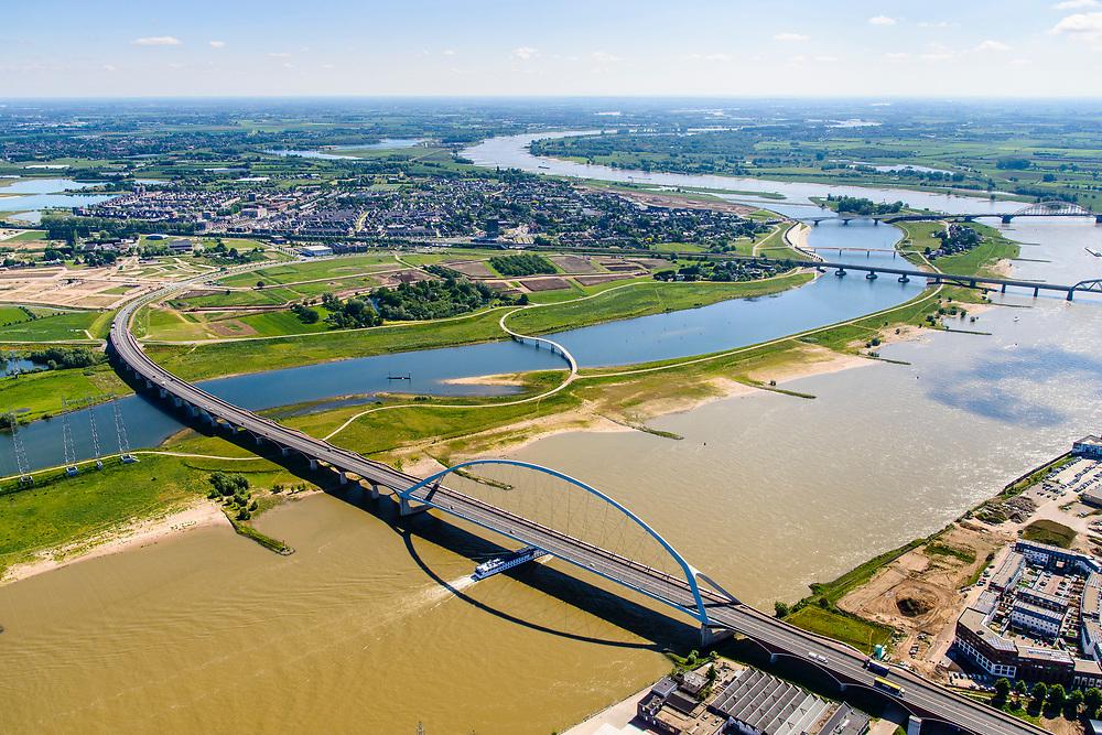 Nederland, Gelderland, Nijmegen, 29-05-2019; Nijmegen en Veur-Lent, Spiegelwaal met brug De Oversteek en de Zaligebrug, fietsbrug.<br /> Nijmegen and Veur-Lent, view of the newly constructed high water channel, the Spiegelwaal.<br /> <br /> luchtfoto (toeslag op standard tarieven);<br /> aerial photo (additional fee required);<br /> copyright foto/photo Siebe Swart