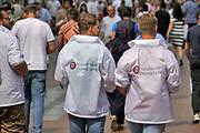 Nederland, Nijmegen, 20-6-2020  Vrijwilligers voor Forum voor democratie lopen in het stadscentrum flyers uit te delen . Met dit flyeren willen zij nieuwe aanhang recruteren, of steun verwerven voor de standpunten van deze populistische partij . . Foto: Flip Franssen