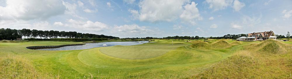 SPIJK - Hole 18 van The Dutch met logo.   Golfbaan THE DUTCH,  waar het KLM Open in september 2016 zal worden gehouden. COPYRIGHT KOEN SUYK