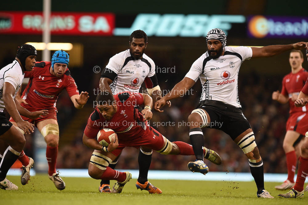 Taulupe Faletau  of Wales looks for a way through. Dove Men series 2014, autumn international rugby, Wales v Fiji at the Millennium Stadium in Cardiff, South Wales on Saturday 15th November 2014.<br /> pic by Andrew Orchard, Andrew Orchard sports photography.