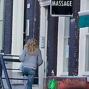 NLD/Amsterdam/20111022- Miss Nederland Kim Kotter op bezoek bij Mark van Eeuwen in zijn woning in Amsterdam