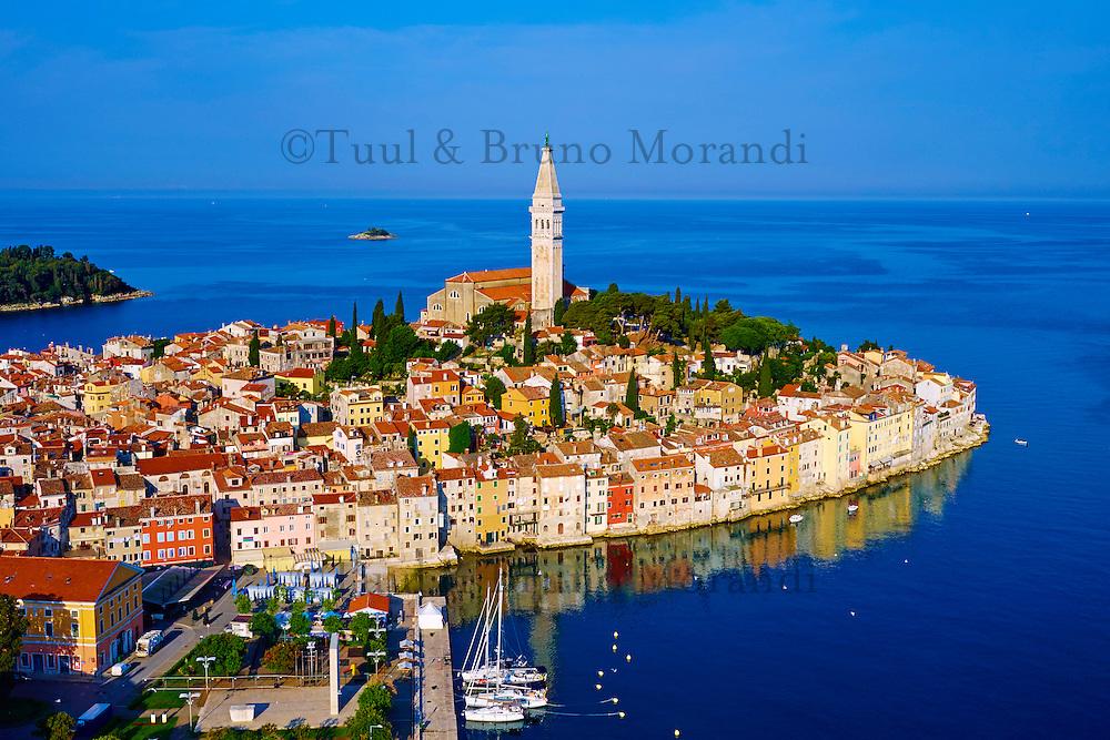 Croatie, Istrie, côte adriatique, Rovinj, la ville et la cathédrale Sainte-Euphémie // Croatia, Istria, old town of Rovinj