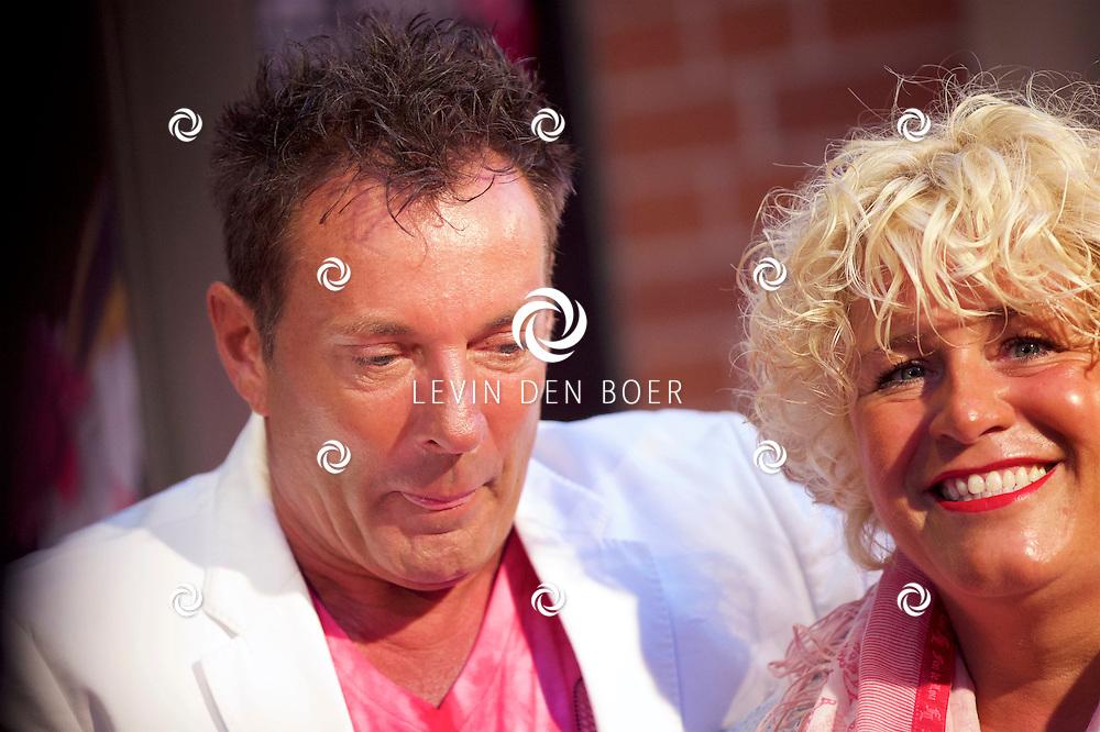 AMSTERDAM - In Theater DeLaMar is de premiere van Cirque Stiletto 3. Met hier op de foto  Gerard Joling met vriendin. FOTO LEVIN DEN BOER - KWALITEITFOTO.NL