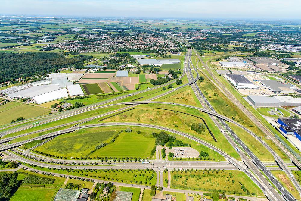 Nederland, Noord-Brabant, Breda, 23-08-2016; Knooppunt Princeville, verkeersknooppunt voor de aansluiting van de autosnelwegen A16 en A58. Half sterknooppunt.<br /> Princeville interchange or junction, near Breda, traffic hub for connecting the A16 and A58.<br /> <br /> luchtfoto (toeslag op standard tarieven);<br /> aerial photo (additional fee required);<br /> copyright foto/photo Siebe Swart