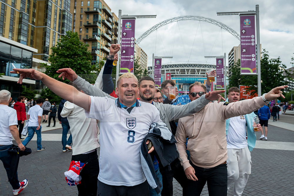 © Licensed to London News Pictures. 22/06/2021. LONDON, UK. England fans arrive for the Euro 2020 Group D match between Czech Republic and England at Wembley Stadium.  Wembley Stadium will host the semi-finals and final with 75% capacity being allowed per the UK government, which equates to just over 60,000 spectators, the most allowed at a major sporting event since the pandemic began.  Photo credit: Stephen Chung/LNP