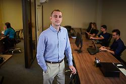 Gustavo Alexandre Kruger na sede da APPMAX, em Porto Alegre. FOTO: Jefferson Bernardes/ Agência Preview