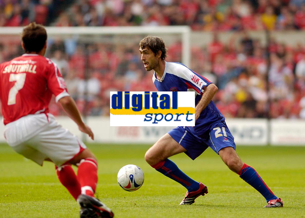 Photo: Leigh Quinnell.<br /> Nottingham Forest v Carlisle United. Coca Cola League 1. 16/09/2006. Carlisles Zigor Aranalde looks for a way past Forests Nicky Southall.