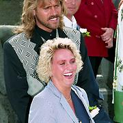 NLD/Haarzuilens/19940517 - Huwelijk Rob Witschge en Barbara van den Boogaard in kasteel Haarzuilen, John de Wolf en partner Ingrid de Vries