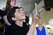 Boekpresentatie Ik Vrouw van Jou in LE:EN, Utrecht. Joyce en Scarlet zochten zaaddonor via YouTube, vonden hem en schreven er een boek over.<br /> <br /> op de foto: Han , partner Anne van Veen