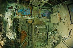 Schiffswrack, Russischer Frachter und Taucher am Zabargad Riff, Rotes Meer, Ägypten, Shipwreck, Russian Cargo Ship and scuba diver on Zabargad Reef, Red Sea Egypt