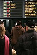 Aeroporto di Malpensa: passeggeri in attesa. Malpensa Airport: passengers waiting
