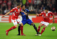 Europa League <br /> Standard Liege - Hamburger SV<br /> v.l. Axel Witsel , Ze Roberto HSV , Marcos Camozzato<br /> <br /> Norway only
