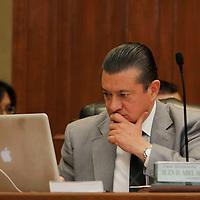 Toluca, Mex.- Abel Aguilar durante sesión extraordinaria del Consejo General del Instituto Electoral del Estado de México  se aprobó el Convenio de Apoyo y Colaboración que se suscribirá con el Instituto Federal Electoral para la celebración de la llamada elección coincidente, esto a tan solo 48 horas de iniciar formalmente el Proceso Electoral 2012. Agencia MVT / Crisanta Espinosa. (DIGITAL)<br /> <br /> NO ARCHIVAR - NO ARCHIVE