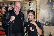 Boxen: Universum Fightnight, Waage, 13.11.2020<br /> Jürgen Blin und Fai Phannarai (Boxen im Norden) <br /> © Torsten Helmke