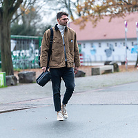 26.11.2020, Trainingsgelaende am wohninvest WESERSTADION - Platz 12, Bremen, GER, 1.FBL, Werder Bremen Training<br /> <br /> Werder Spieler kommen am Donnerstag mittag mit CORONA Alltagsmasken (Mund-Nasen-Bedeckung) zum  Abschusstraining vor dem Auswaertsspiel in Wolfsburg<br /> <br /> Stefanos Kapino (Werder Bremen #27) mit Brille<br /> <br /> <br /> Foto © nordphoto / Kokenge *** Local Caption ***