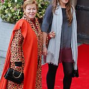 BEL/Brussel/20101120 - Huwelijk prinses Annemarie de Bourbon de Parme-Gualtherie van Weezel en bruidegom Carlos de Borbon de Parme, prinses Christina en dochter Juliana