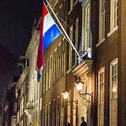 NLD/Amsterdam/20171012 - Vlag half stok bij het Walldorf hotel in Amsterdam ivm overlijden van burgemeester Eberhard van der Laan