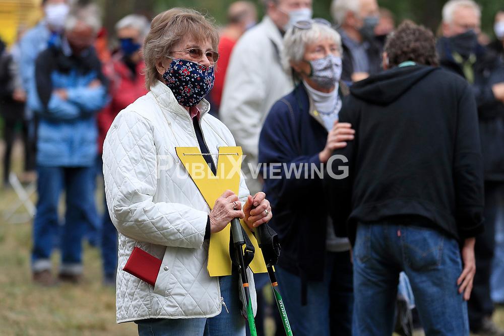Wenige Tage nach Bekanntwerden des Umstands, dass der Salzstock im Wendland nicht weiter auf die Eignung als Atommülllager erkundet werden soll, feiern Atomkraftgegner das Aus für Gorleben nach 43 Jahren des Widerstands. Im Bild: Anne Peters, INI 60<br /> <br /> Ort: Gorleben<br /> Copyright: Andreas Conradt<br /> Quelle: PubliXviewinG