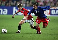 Fotball , 08. oktober 2005 , VM-kvalifisering , Norge - Moldova 1-0<br /> Norway - Moldova<br /> Morten Gamst Pedersen Norge og Ghenadie Olexici Moldova