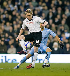 30.01.2011. Craven Cottage, London, ENG, FA Cup, Fulham v Tottenham Hotspurs, im Bild Fulham's Damien Duff shields the ball from Tottenham's Benoit Assou-Ekotto, Eon Energy FA Cup 4th Round, Fulham v Tottenham Hotspurs, Craven Cottage, 30/01/2011. EXPA Pictures © 2011, PhotoCredit: EXPA/ IPS/ Mark Greenwood +++++ ATTENTION - OUT OF ENGLAND/UK and FRANCE/FR +++++