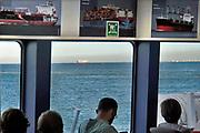 Nederland, Breskens, 15-9-2019Aan boord van het veer, de veerboot, veerverbinding Vlissingen Breskens . Op de achtergrond een vrachtschip op de westerschelde op weg naar de haven van antwerpen . Na de ingebruikname van de tunnel onder de westerschelde is de veerverbinding alleen voor voetgangers en tweewielers .Foto: Flip Franssen