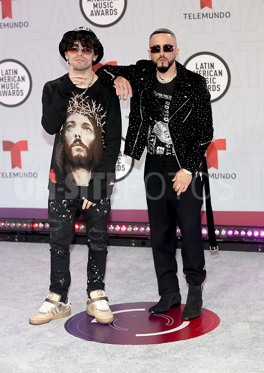 """2021 LATIN AMERICAN MUSIC AWARDS -- """"Red Carpet"""" -- Pictured: (l-r) Sour Beat and Yandel at the BB&T Center in Sunrise, FL on April 15, 2021 -- (Photo by: Aaron Davidson/Telemundo)"""