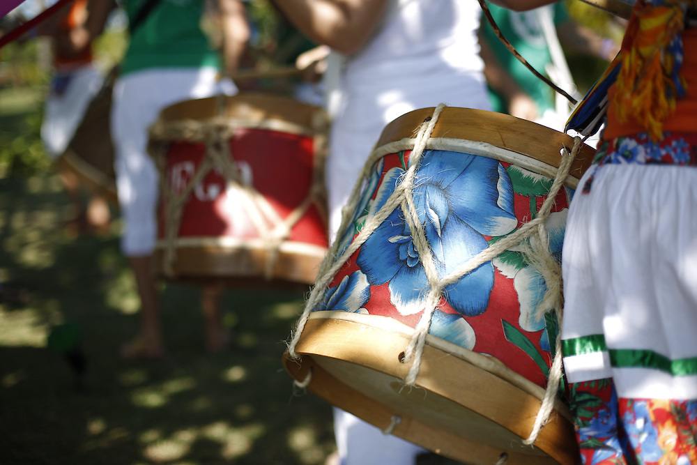 Imbituba_SC, 03 de Novembro de 2012<br /> <br /> Maracatu na Barra de Ibiraquera em Ibituba, Santa Catarina.<br /> <br /> Maracatu (typical dance in Brazil) in Barra de Ibiraquera in Ibituba, Santa Catarina.<br /> <br /> Foto: LEO DRUMOND / NITRO
