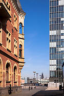 Germany, Cologne, view from the Rheinau harbour to the cathedral, on the left the old harbor masters office, on the right the Crane House South by architect Hadi Teherani<br /> <br /> Europa, Deutschland, Koeln, Blick vom Rheinauhafen zum Dom, links das alte Hafenamt, rechts das Kranhaus Sued.