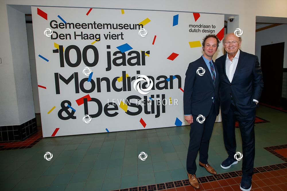 DEN HAAG - De officiele opening van de tentoonstelling De ontdekking van Mondriaan. De expositie laat de totale collectie van Mondriaan zien. Met hier op de foto Museumdirecteur Benno Tempel en Joop van den Ende. FOTO LEVIN & PAULA PHOTOGRAPHY VOF