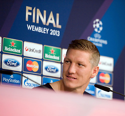 14.05.2013, Allianz Arena, Muenchen, GER, UEFA CL, FC Bayern Muenchen, Medientag, im Bild Bastian SCHWEINSTEIGER (FC Bayern Muenchen), Freisteller // during the open media day of FC Bayern Munich in front of the UEFA Champions League Final 2013 held at the Alianz Arena, Munich, Germany on 2013/05/14. EXPA Pictures © 2013, PhotoCredit: EXPA/ Eibner/ Wolfgang Stuetzle..***** ATTENTION - OUT OF GER *****