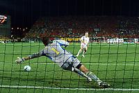 Fotball<br /> Euro 2004<br /> Portugal<br /> 26. juni 2004<br /> Foto: Dppi/Digitalsport<br /> NORWAY ONLY<br /> Kvartfinale<br /> Sverige v Nederland<br /> VICTORY'S PENALTY  ARJEN ROBBEN (NED) / ANDREAS ISAKSSON (SWE)