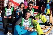 Stefan Regez, Alina Buchschacher, Nöldi Forrer und André Roger Weiss, Gewinner vom «Renzo's Schneeplausch» vom 23. Januar 2016 in Vella, Gemeinde Lumnezia.