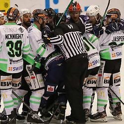 DEL 2 - PLAY-OFFS - Finale: Kassel Huskies - Bietigheim Steelers am 14.05.2021 in der Eissporthalle in Kassel<br /> <br /> <br /> Streit zwischen Riley Sheen (Bietigheim Steelers 91) und Tim Lucca Krüger / Krueger / Kruger (Kassel Huskies 72) eskaliert, es kommt zur Rudelbildung<br /> <br /> <br /> <br /> Foto © osnapix/PIX-Sportfotos *** Foto ist honorarpflichtig! *** Auf Anfrage in hoeherer Qualitaet/Aufloesung. Belegexemplar erbeten. Veroeffentlichung ausschliesslich fuer journalistisch-publizistische Zwecke. For editorial use only.