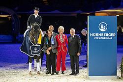 WERTH Isabell (GER), Descolari, KLIMKE Ruth, SCHMIDT Hans Peter (Ehrenvorstand), LINSENHOFF Ann Kathrin, POLITYCKI Andreas (Vorstand Nürnberger)<br /> Frankfurt - Festhallen Reitturnier 2018<br /> Siegerpreis<br /> NÜRNBERGER BURG-POKAL der Dressureiter 2018<br /> 15. Dezember 2018<br /> © www.sportfotos-lafrentz.de/Stefan Lafrentz