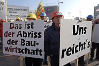 07 NOV 2002, BERLIN/GERMANY:<br /> Demonstraten mit Schildern, Demonstration gegen die Kuerzung der Eigenheimzulage, am Startpunkt Alexanderplatz<br /> IMAGE: 20021107-01-019<br /> KEYWORDS: Demo, Bau, Baugewerbe, Kürzung, Demostrant, demonstrator, Subventionen