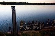 Pedras de Maria da Cruz_MG, Brasil...Rio Sao Francisco, o rio da integracao nacional. Na foto, pesca do rio...The Sao Francisco river, It is an important river for Brazil, called the river of national integration. In this photo, the fishing in the river...Foto: LEO DRUMOND / NITRO